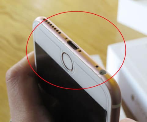 Vỏ kim loại của iPhone 6s bị sùi rỉ