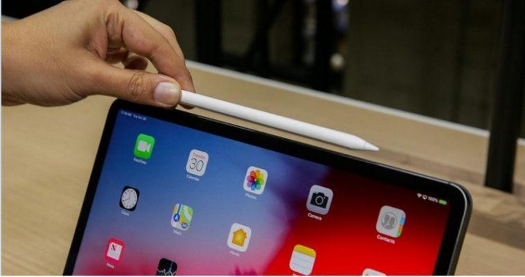 đặt Apple Pencil 2 ở các mép cạnh của iPad Pro 2018