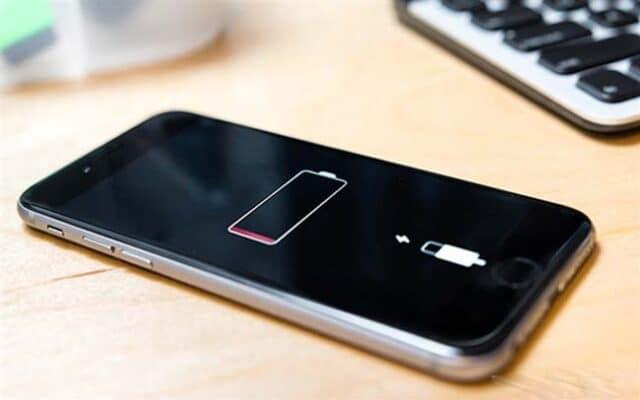 Để Pin iPhone cạn kiệt sập nguồn