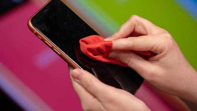 Vệ sinh iPhone sạch sẽ