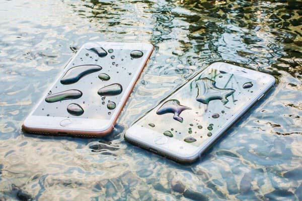 Kiểm tra thực tế khả năng chống nước của iPhone 6s