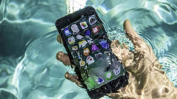 iPhone 6s và 6s Plus lại có khả năng chống nước tốt hơn iPhone 6