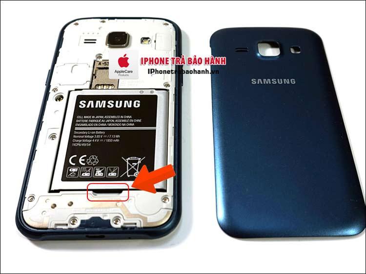 Tháo pin điện thoại Samsung