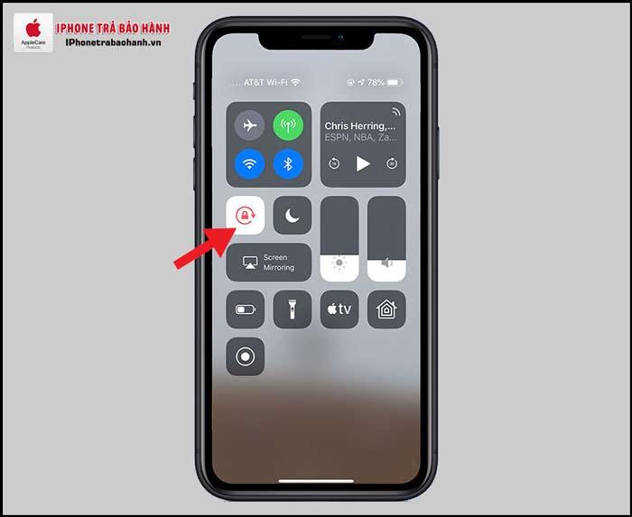 Nút chuyển sang màu đỏ nghĩa là màn hình đã khóa